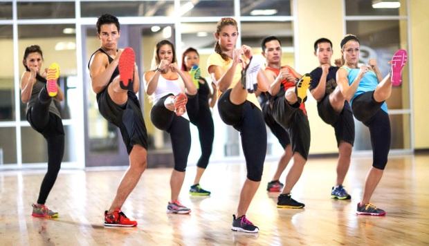 Resultado de imagen para menores de edad entrenándose en gold's gym